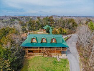 'Smoky Bear Lodge With Guest House' Great for Family Reunions and Large Group Ge
