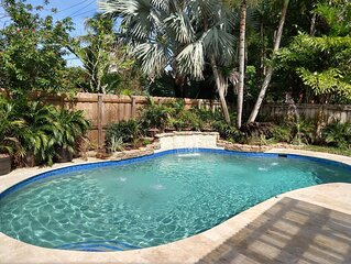 Tropical Escape w/ heated pool, 5 min to beach/downtown!