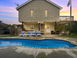 Screened porch, pool, hot tub,and close to the beach! New Updates