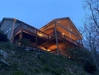 The Boulders - 1 mi from Parkway, Hot Tub, 50-Mile Views, Pool Table, Wet Bar