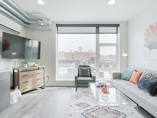 Chic Downtown 1 Bed with Views