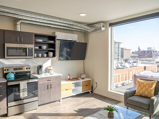 Downtown 1 Bedroom on 5th Floor w/ Rooftop Access