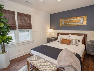 Charming 3BR/2BA Mountain Modern Cottage in Blowing Rock, Walk To Town! Hot Tub,