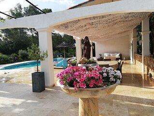 Villa , calme absolu ,tout confort avec piscine.