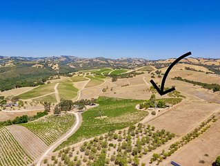 Vineyard property sleeps 6 on 23 acres, 2 miles from Downtown Paso Robles