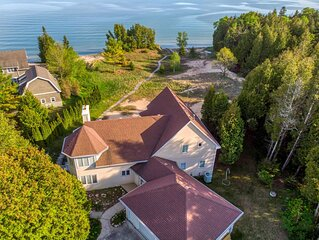 Stunning Lake Michigan Home, Sleeps 20! Close to Cave Point/Whitefish Dunes!