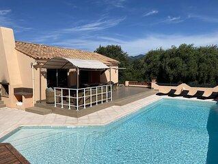 Villa climatisée avec piscine a débordement, vue montagne et mer à 600 m a pied