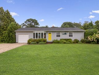 Beachy, Bright Hamptons Home! Walk to the bay- Booking for Fall getaways!