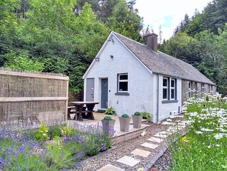 Perfect for couples, one bed cosy cottage with hot tub in rural location