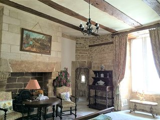 FANTASTIC 16th CENTURY MANOR IN THE HEART OF AURAY