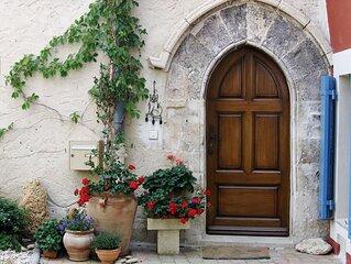 Maison en Provence, typique dans le vieux Sablet, entièrement rénovée.