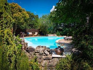Villa provençale atypique au calme avec piscine privée.