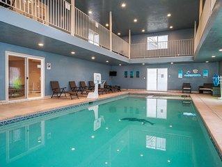 10Ksf Indoor Poolhous! Hot Tub * Sauna * Large Theater * Game Room * Pets Ok