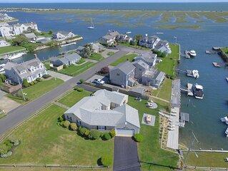 'Sea Gypsy'  Waterfront newly renovated, beautiful views, dock, beach!