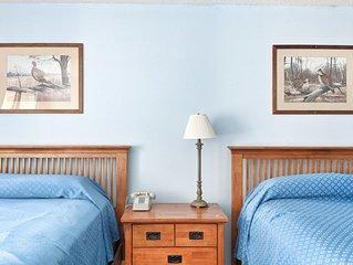 Cedar Lodge, Lake Winnipesaukee area. Room with balcony.