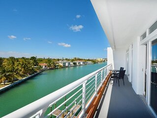 beautiful 2 bedroom water front condo  w Jetskis
