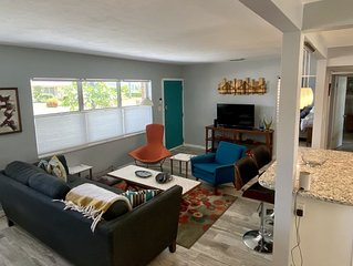 St Pete Mod - Bright & Chic w/ Big Fenced Yard - Dogs Welcome