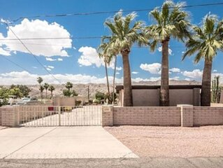 Beautiful Riverfront Home! Private Dock. Sleeps 14 (with Casita)