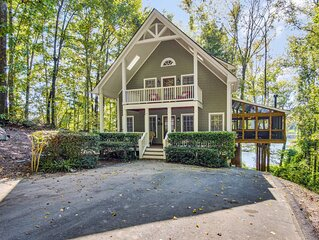 Luxury Lakefront Cabin - NEW Large Outdoor Living Area, Hot Tub & Pool Table
