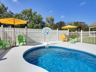 Pool, hot tub, firepit, great for families,  large groups, lots of Bachelorette