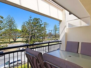 Peurto Vallerta Unit 9- Easy Walk to Rainbow Bay Beach and Twin Towns Services c