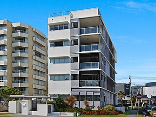 Sands On Greenmount Unit 4- Modern Three bedroom unit on the beachfront at Green