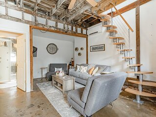 Carriage House * ṭḨḛ ḦḯṼḗ   Starland District , Pets Welcome