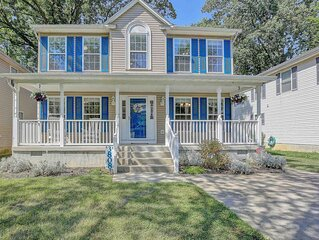 Spacious house with great deck close to boardwalk, shops, and restaurants.
