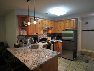 Ski-in|Ski-out, Renovated 1 large bedroom, 2 bath, sleeps 5 with private hot tub