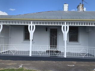 Mews on March - Charming 2 bedroom Cottage. CBD Orange.  Brand new bathroom.