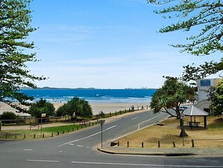 Springtide Unit 2- Budget and family friendly beachfront accommodation Rainbow B