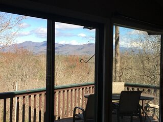 Monti Alto Mountainside chalet 8 minutes to downtown Murphy with lovely views
