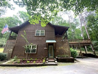 *Free Whitewater Rafting & Ziplining* Secluded cabin with small creek area and l