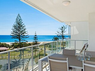 Reflections tower 2 Unit 401- Greenmount Beachfront with Wifi included Easy walk