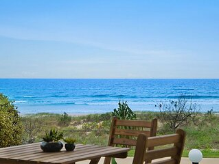 Tahnee Court Unit 3- Absolute beachfront apartment in Bilinga