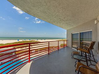 Luxury Direct Beach Front 1400sq ft. Perfect Vacation Spot! Hot tub & Pool