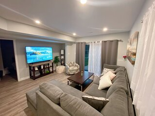 Beauty in the Bay- modern luxury suite -minutes away from the beach