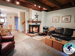 Cozy two bedroom Edgemont A2 condo on the shuttle route & ski back trail