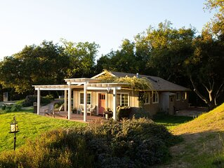 Artist's Vineyard Cottage Retreat
