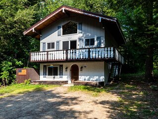 Charming Chalet, minutes from hiking, skiing and Storyland!  Great for Families!