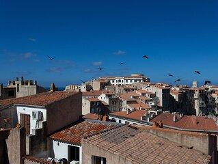 Duplex nid d'aigle au cœur de la citadelle de Bonifacio !  Entièrement rénové.