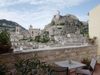 Beautifully Restored Heritage Home With A Panoramic View Of Modica Bassa.