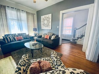 Cozy, renovated, entire home, minutes to downtown Cinncinatti, Ohio * SLEEPS 14