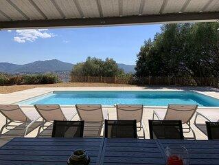 LES CANNES, villa au calme avec piscine.