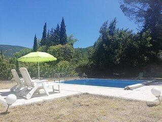 Bienvenue a l'Olivade piscine privative avec grand jardin