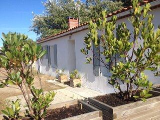 Maison de 90 m2 avec  un jardin de 1700 m2  fleuri & boisé à 800 m de la plage !