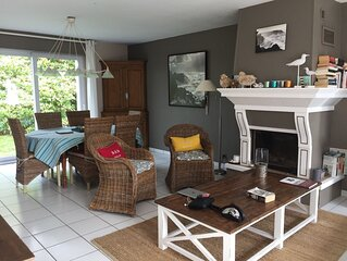 Spacieuse villa super-equipee pour 8 personnes, lumineuse et confortable.