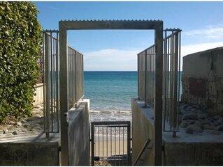 Studio Mezzanine Contemporain à 130M de la plage ! CLIM
