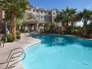 King Suite. Free Breakfast. Pool & Hot Tub. Close to New Mexico State University