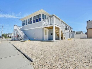 Beautiful condo Minutes from the beach!